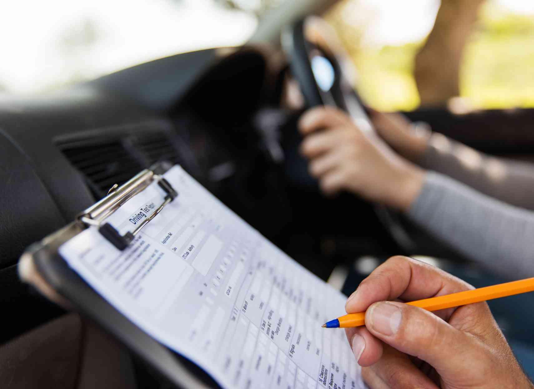 Des auto-écoles de qualité pour le futurs jeunes conducteurs