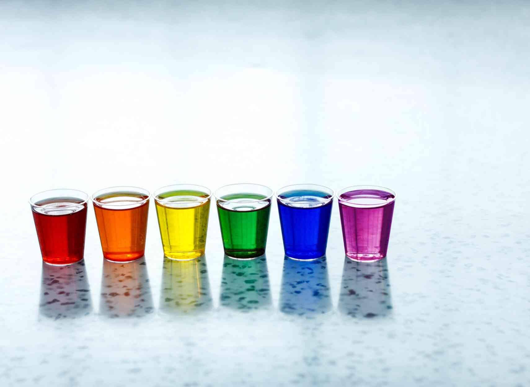 Le binge drinkingqui consiste à boire beaucoup en peu de temps dans le but d'être saoul le plus vite possible touche principalement les jeunes de 18 à 25 ans