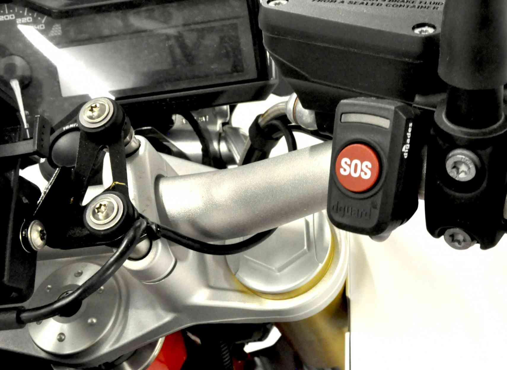 Premier système eCall pour moto et scooter, le Dguard